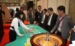 会場には模擬カジノスペースも設けられた