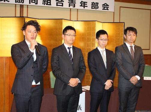 新執行部の(左から)白川部会長、松本副部会長、中山副部会長、杉本副部会長