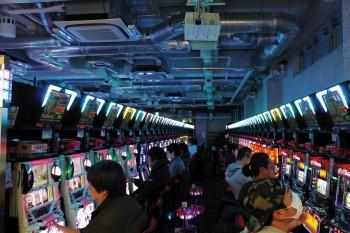 昨年12月25日にグランドオープンした「パンドラ錦糸町北口店」。快適な遊技空間の提供を店舗コンセプトに掲げるなかで、空気環境にも注力。JCMシステムズの「ホール向けPCI(プラズマクラスターイオン)発生ユニット・新カセットタイプ」を導入した