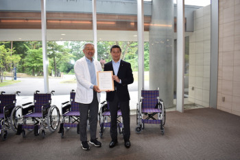 ニラクの車椅子寄贈2018