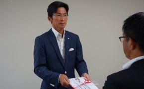 北海道新聞社会チャリティー金贈呈